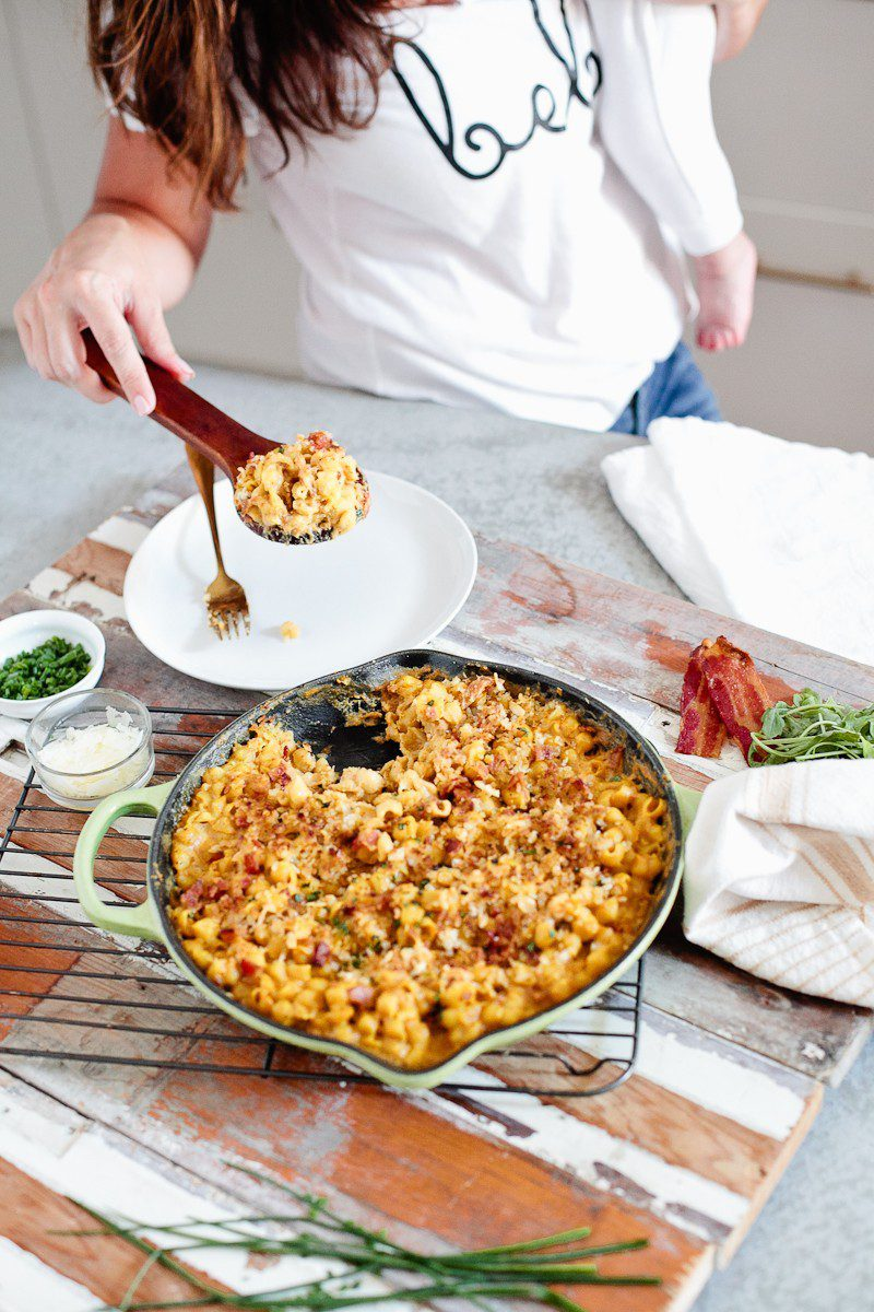 A deliciously creamy pumpkin bacon mac and cheese recipe is a perfect mix of flavors and a great ONE POT DISH for a weeknight dinner.