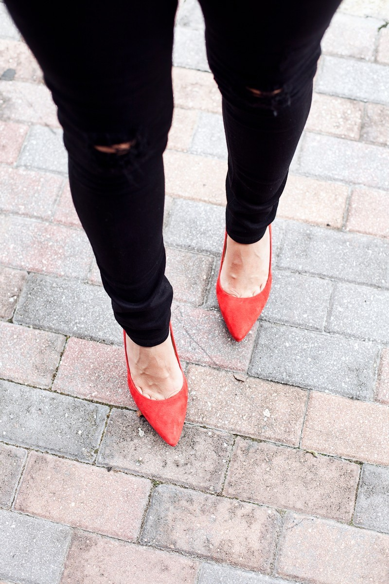 Every one love a red shoe to make an outfit really pop! These suede red pumps go with everything.