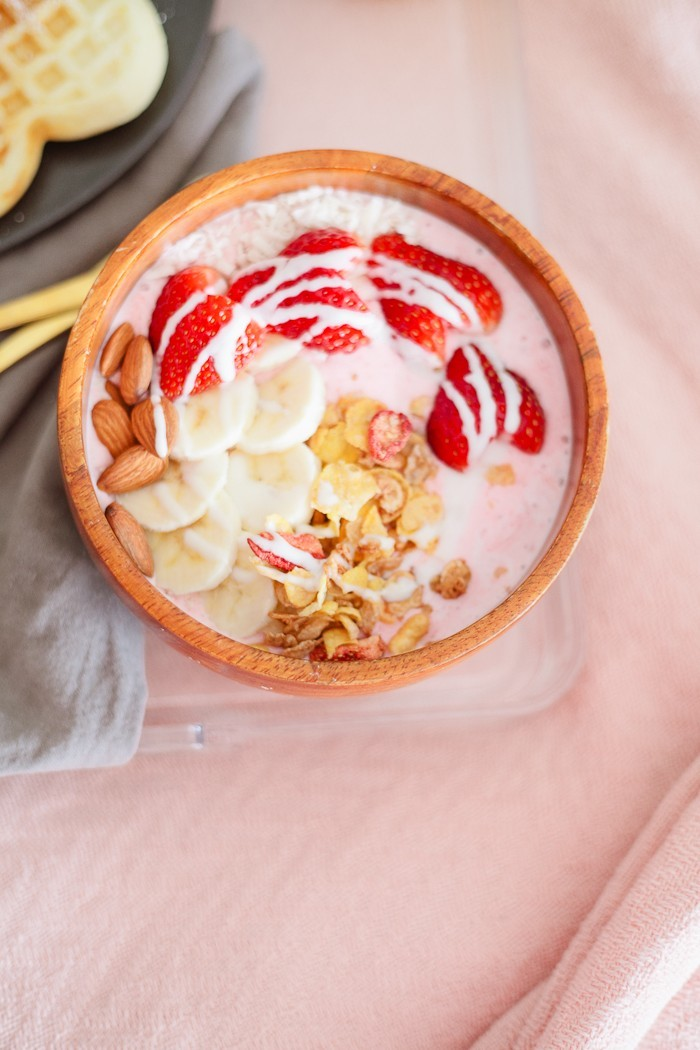 Strawberry Smoothie Bowl Recipe for Valentines Day featured by top FL lifestyle blogger, Tabitha Blue of Fresh Mommy Blog