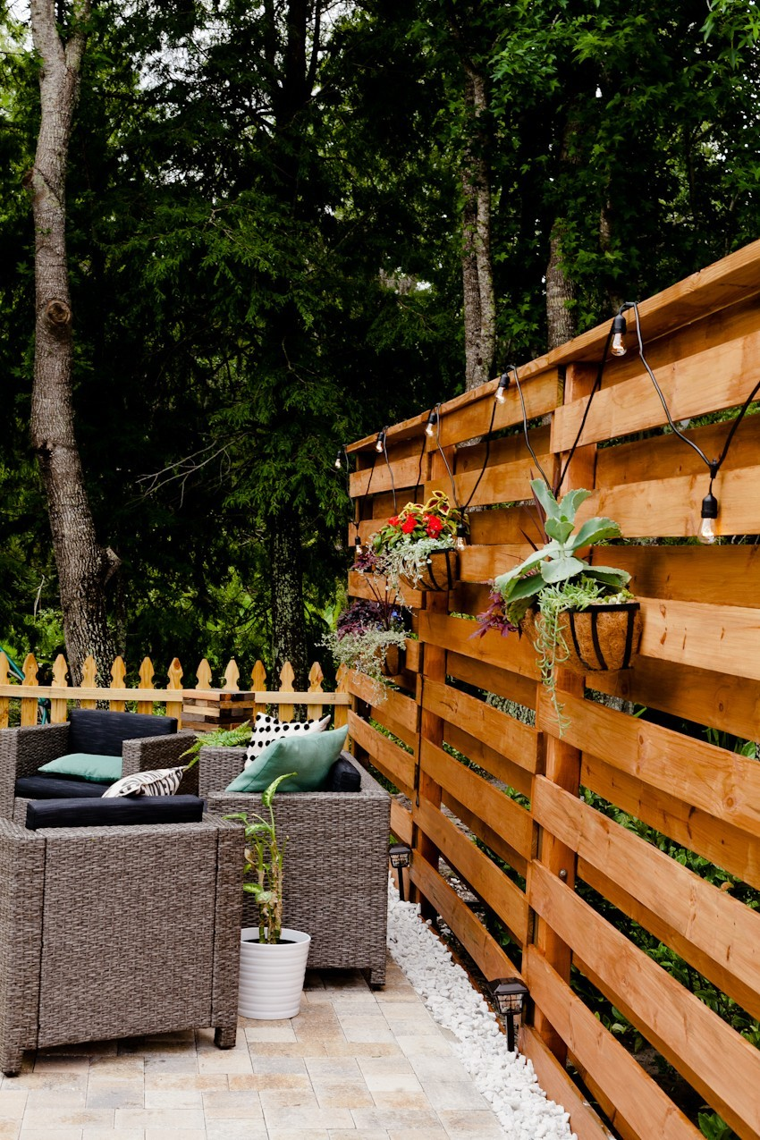 DIY Horizontal Slat Fence and Backyard Makeover. Create a stunning backdrop for your yard with these DIY privacy fence panels. - DIY Horizontal Slat Fence featured by popular Florida lifestyle blogger, Fresh mommy Blog. How to build a privacy fence UNDER $100 a section. Privacy Fence images.
