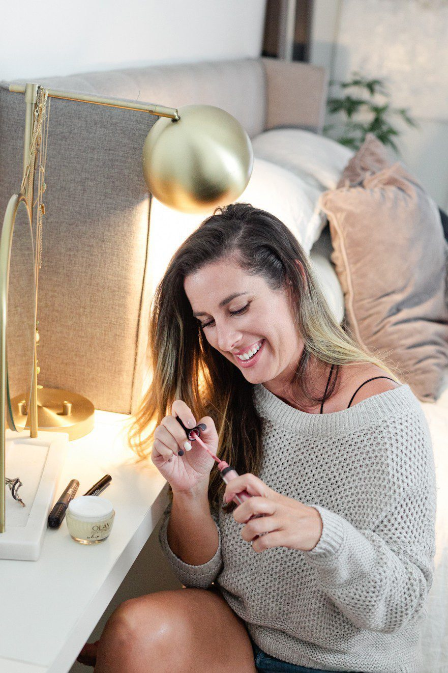 5 Minute Fresh Face: a Quick Everyday Makeup Routine Complete in Minutes! From popular Florida lifestyle blogger Tabitha Blue of Fresh Mommy Blog.