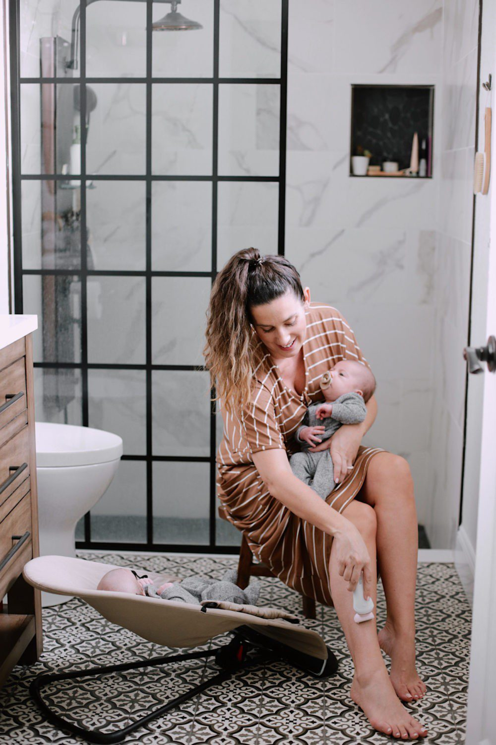 Stocking Stuffer for Mom featured by top US lifestyle blogger, Tabitha Blue of Fresh Mommy Blog: review of Philips SatinShave razor for women