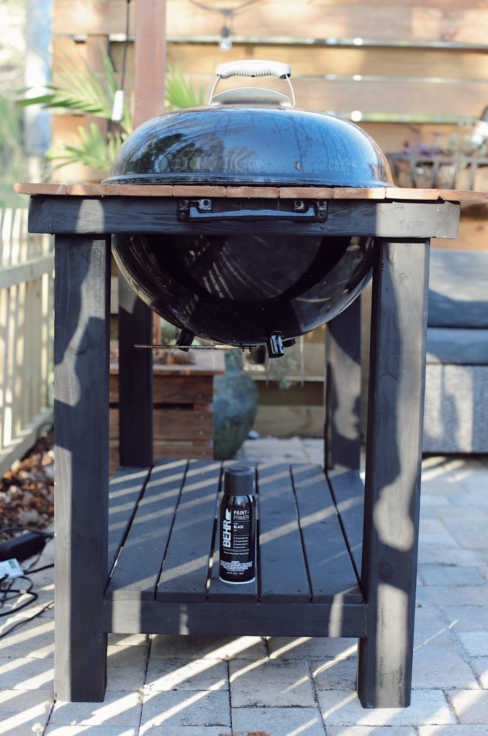 Click through for a grill cart DIY! A DIY grill table is an awesome way to give your outdoor living space an added touch of luxury. And since you are making your DIY BBQ grill you can customize your grill table plans, just the way you want it, so your DIY grill table works best for the way your family lives. Grill table ideas! | DIY BBQ Table by popular Florida lifestyle blog, Fresh Mommy Blog: image of a DIY BBQ table on a back patio with bistro lights.