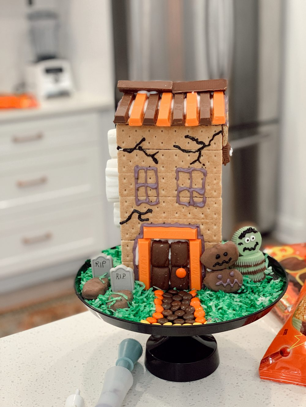 How to make easy, no-bake Haunted Halloween Candy Gingerbread House with Graham Crackers for a Spooktacular Halloween!