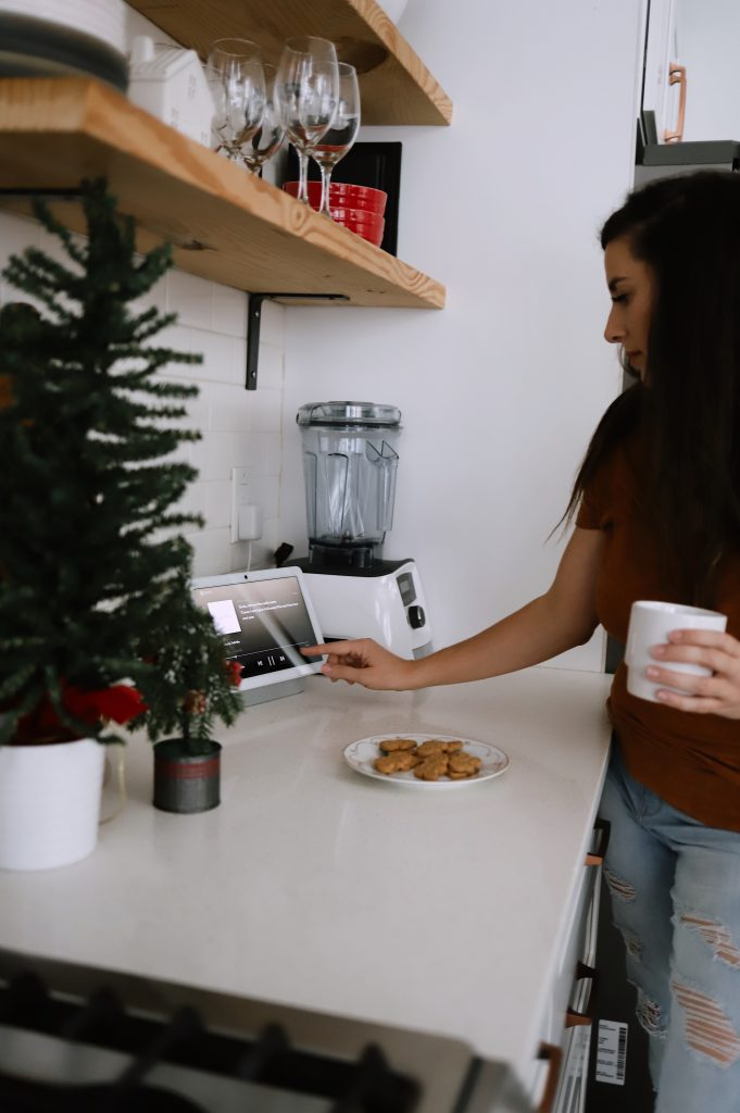 """Holiday Shopping 2020: Best Tech Gift Ideas for the Whole Family featured by top Florida lifestyle blogger, Tabitha Blue of Fresh Mommy Blog: Nest Hub Max 10"""" Smart Display with Google Assistant"""
