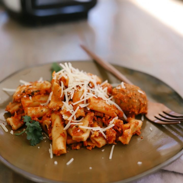 Easier Than Pioneer Woman Baked Ziti: Slow Cooker Baked Ziti with Meatballs recipe for an easy family dinner idea from top Florida lifestyle blogger Tabitha Blue of Fresh Mommy Blog