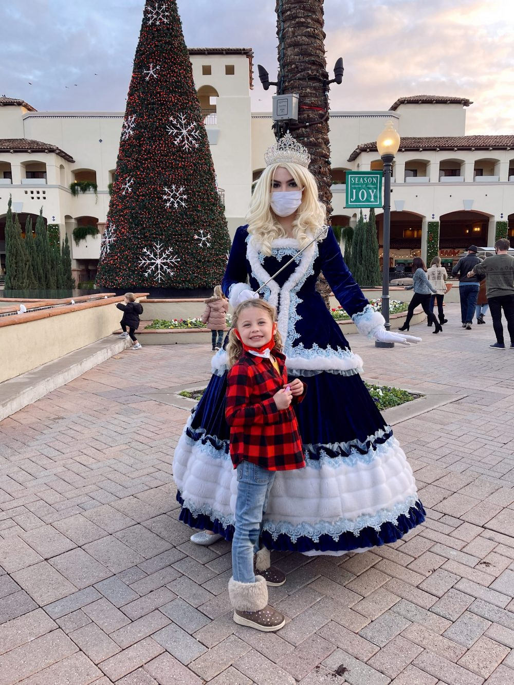 One of the Best Year Round Sun Destinations for Large Family Friendly Travel, Scottsdale Arizona. Holiday Winter Fun at Christmas at the Princess at the Fairmont Scottsdale Princess. |Guide by popular Florida travel blog, Fresh Mommy Blog: image of a little girl standing with a ice princess.